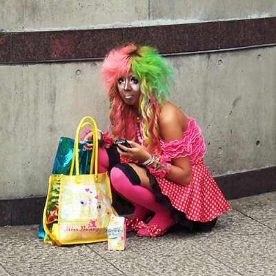 ganguro-girls-weird-japanese-fashion